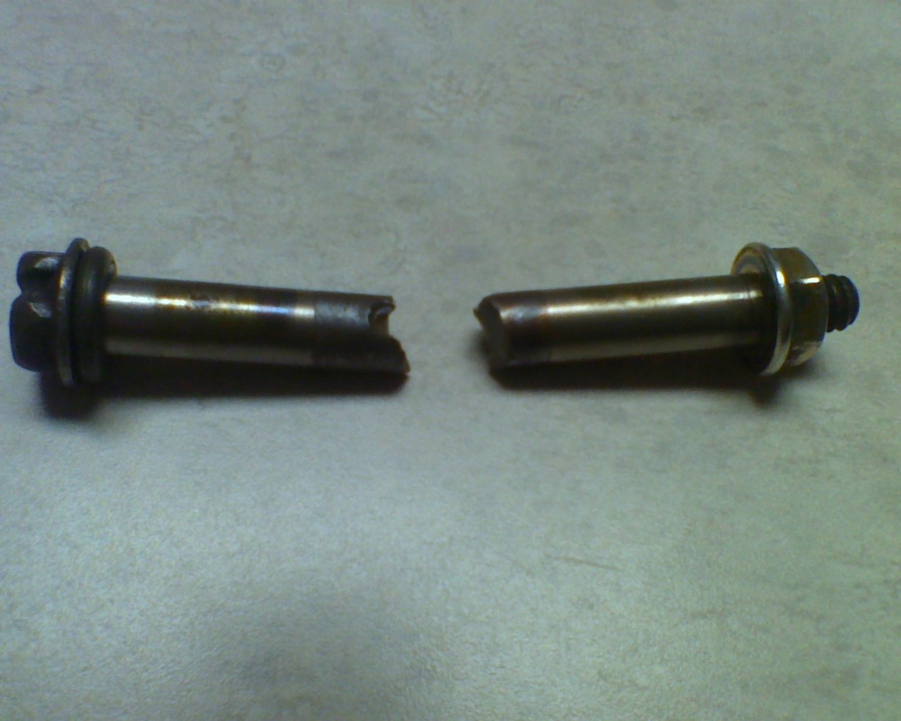 Click image for larger version  Name:clutch_bolt.jpg Views:13 Size:163.0 KB ID:2074310